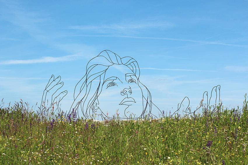 Sophia Gavin Worth wire sculpture