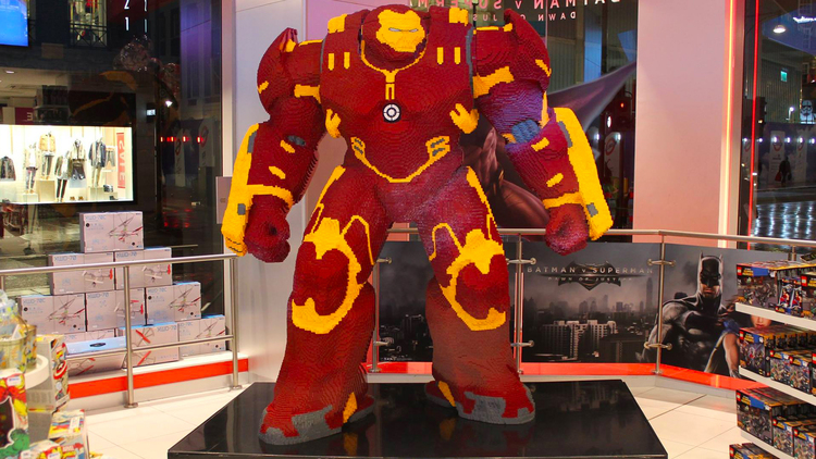 hulkbuster LEGO statue