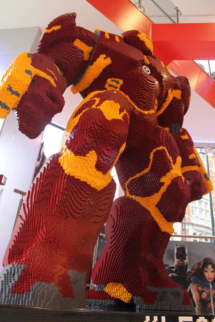 hulkbuster LEGO statue2