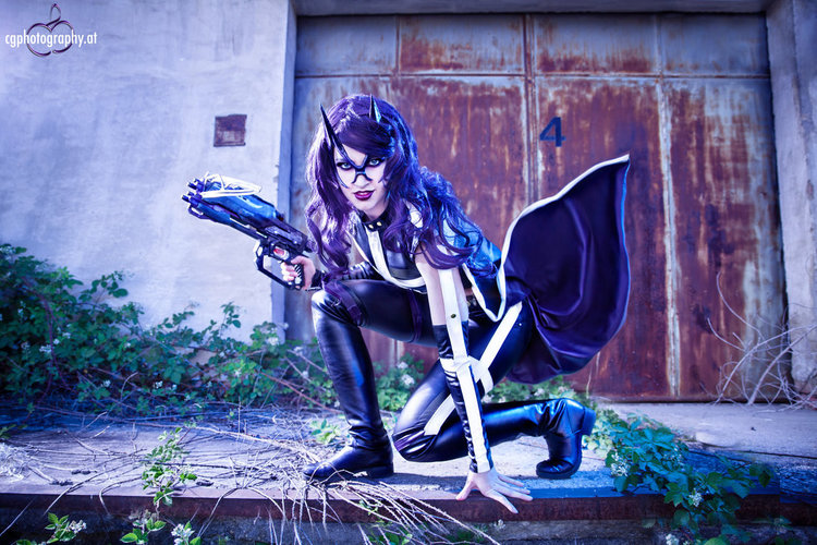 huntress_dc_cosplay_by_corneliagillmann