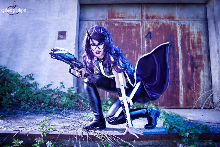 huntress_dc_cosplay_by_corneliagillmann