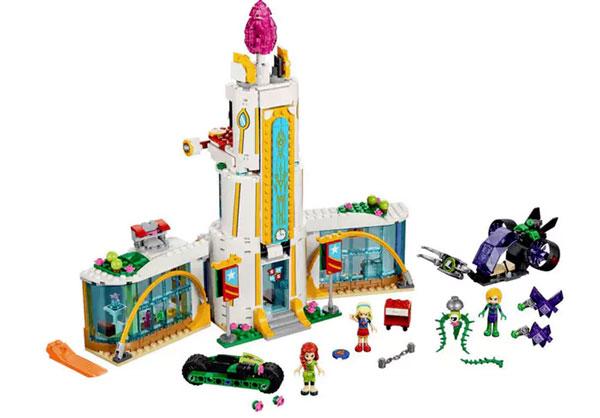dc-super-hero-girls-lego-school